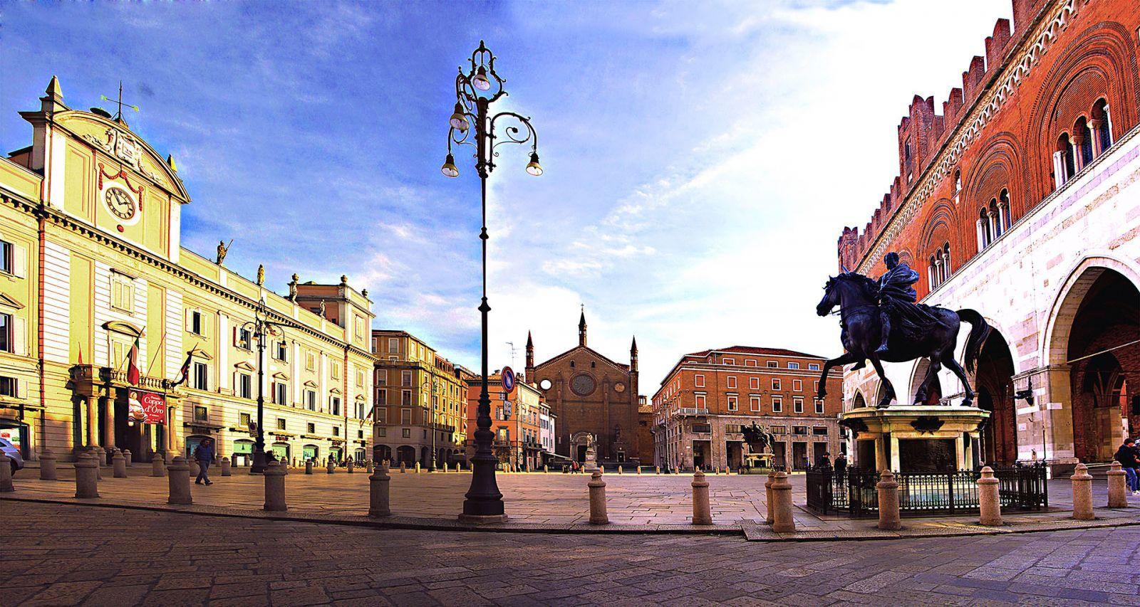 Piacenza - Piazza Cavalli